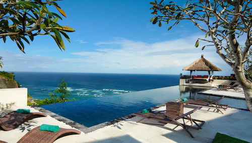Terrasse avec piscine, vue sur l'océan