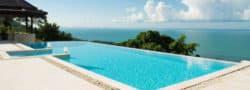 Thaïlande, piscine avec vue sur la mer