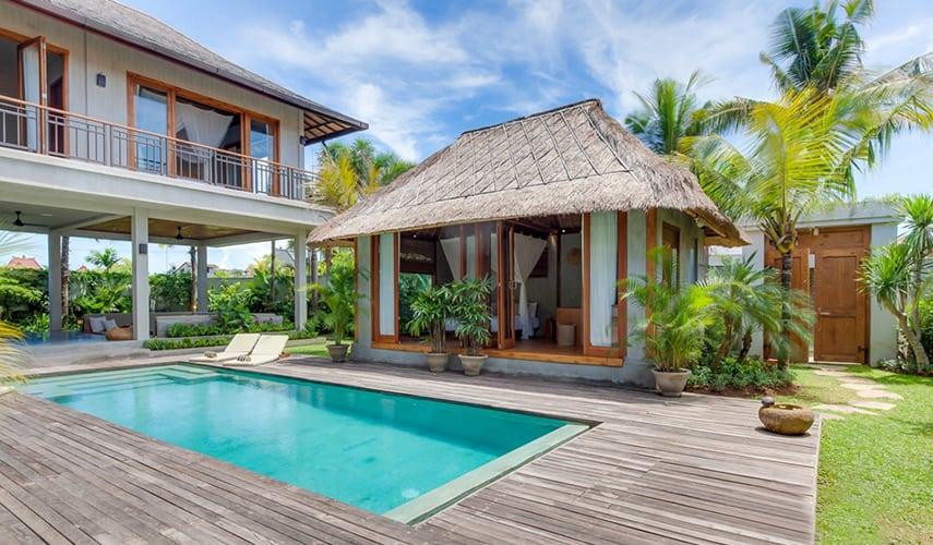 Villa balinaise avec piscine et terrasse, avec un grand jardin balinais