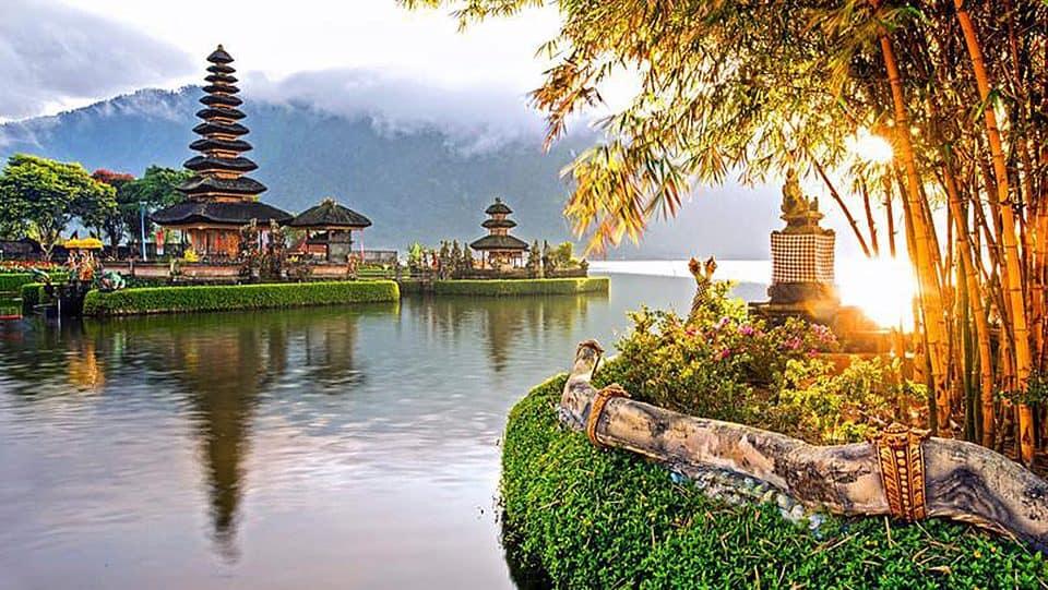 Temple Pura Ulun Danu Bratan, dédié à Devi Danu la déesse des eaux, est édifié sur le lac Bratan, dans la région de Bedugul.