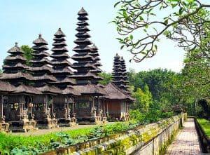 Magnifique temple balinais au plein cœur de la nature