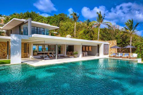 Villa de luxe avec énorme piscine à débordement