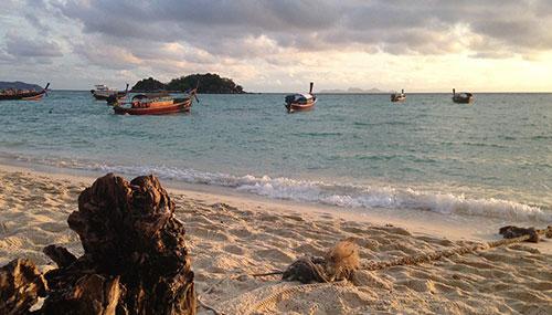Coucher de soleil sur la plage de Koh Lipe