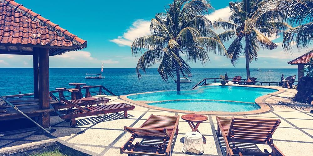 Villa avec piscine et vue sur la mer et les cocotiers