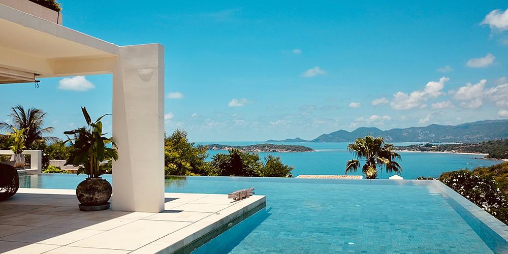 Villa avec piscine à débordement avec vue sur la mer